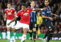 Manchester United gana en play-offs de ida con Chicharito incluido