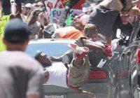 Automovilista embiste marcha anti-fascista en EEUU
