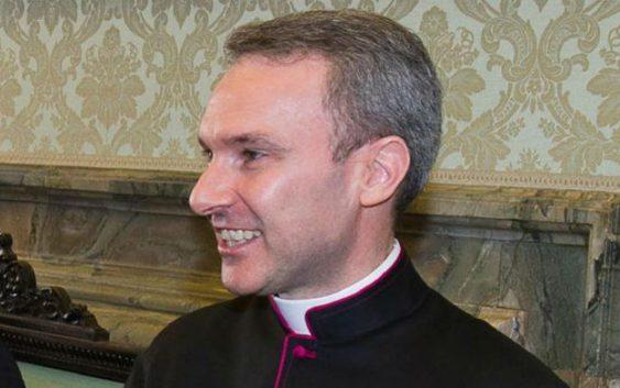 Vaticano arrestan sacerdote por pornografia infantil