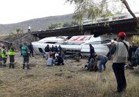 Camión de pasajeros se vuelca en San Luis Potosí: cuatro muertos y decenas de heridos
